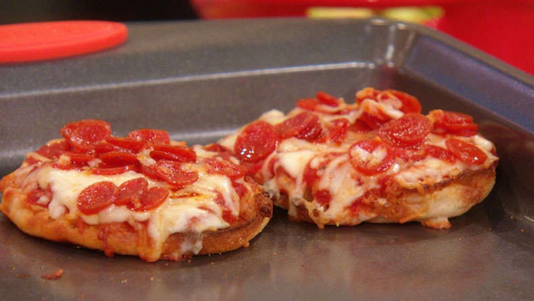 Bill Bellamys Pepperoni English Muffin Pizza Rachael Ray Show
