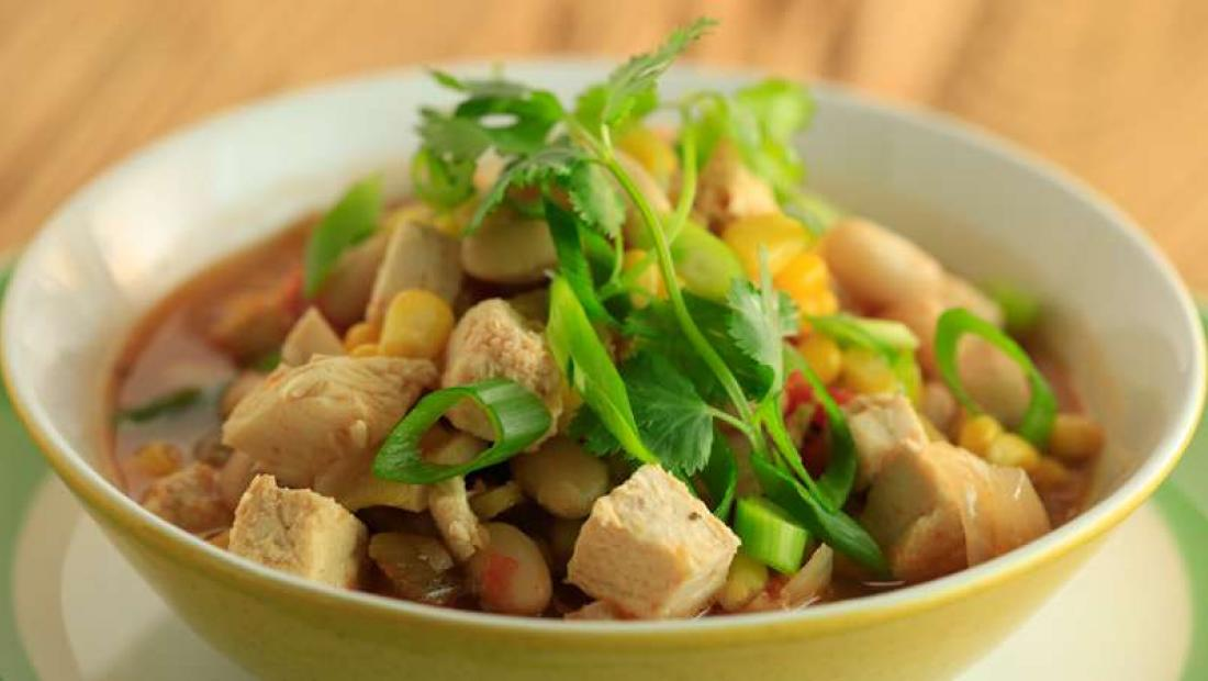 Tony Gonzalezs Chicken Chili With White Beans Rachael Ray Show