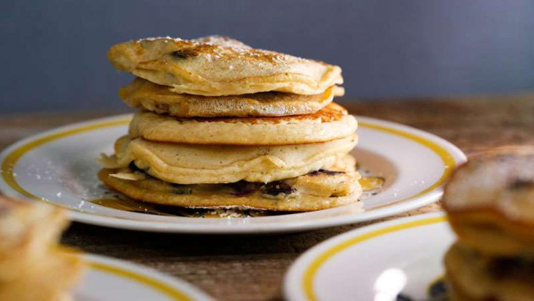 7 Tasty Breakfast In Bed Ideas For Mother S Day Rachael Ray Show