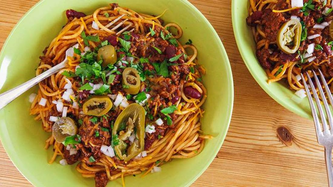 Rachael S Cincinnati Kentucky Chili Spaghetti 5 Way Style Rachael Ray Show