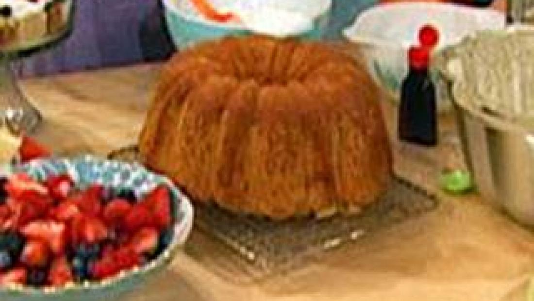 Paula Deen S Never Fail Pound Cake Rachael Ray Show
