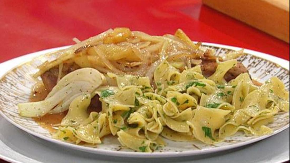 Pork Chops With Fennel Apple Onion And Cider Sauce Rachael Ray Show