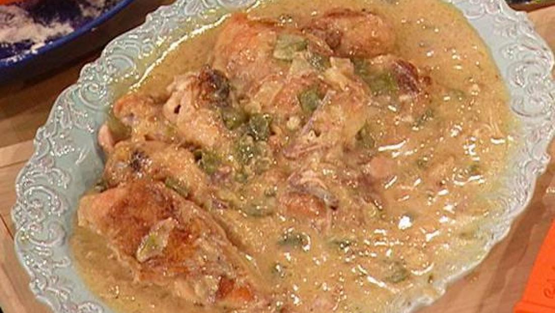 Paula Deen S Smothered Chicken Rachael Ray Show