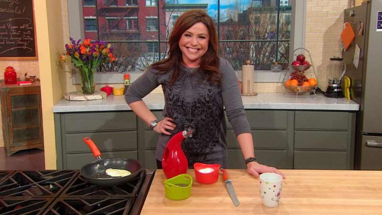 rachael 39 s mailbag perfect fried eggs rachael ray show. Black Bedroom Furniture Sets. Home Design Ideas