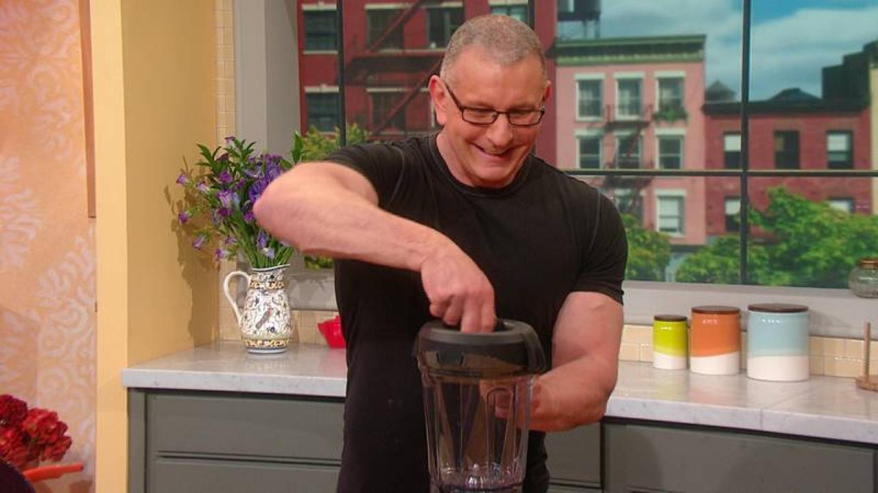 Chef Robert Irvine Hangs in Rach's Kitchen