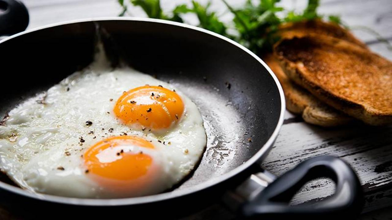 What S The Difference Between Sunny Side Up Eggs And Over Easy Eggs Rachael Ray Show