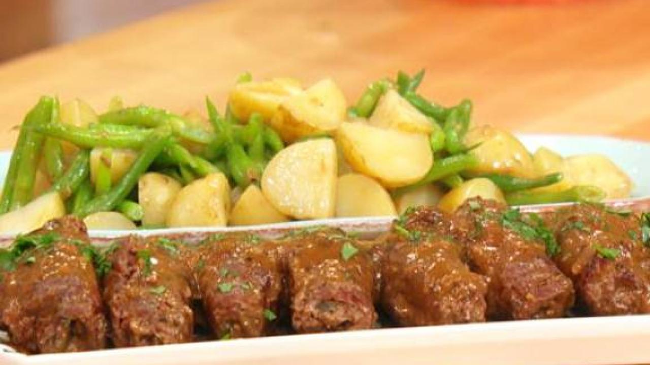 Easy Beef And Bacon Bundles With Worcestershire Gravy