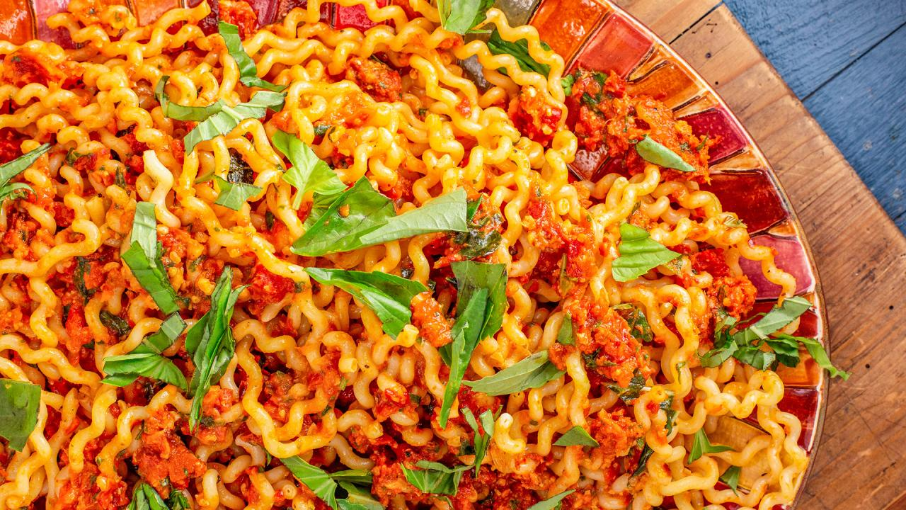 Rachael's Sundried Tomato and Roasted Red Pepper Sauce with Fusilli & 4-Lettuce Salad