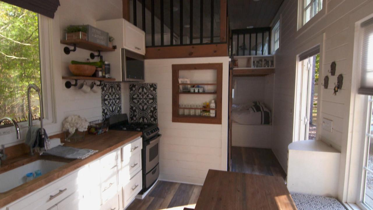 Tiny Home Tour How A Family Of 5 Living In A Tiny House Creates The Illusion Of Space Rachael Ray Show