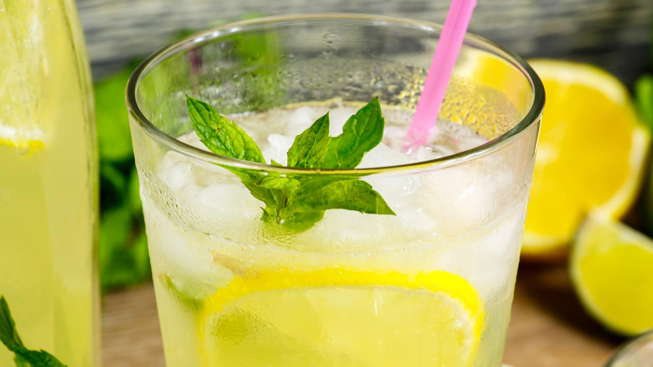 How To Make a White Wine Spritzer With Lemon & Mint | #StayHome With John Cusimano