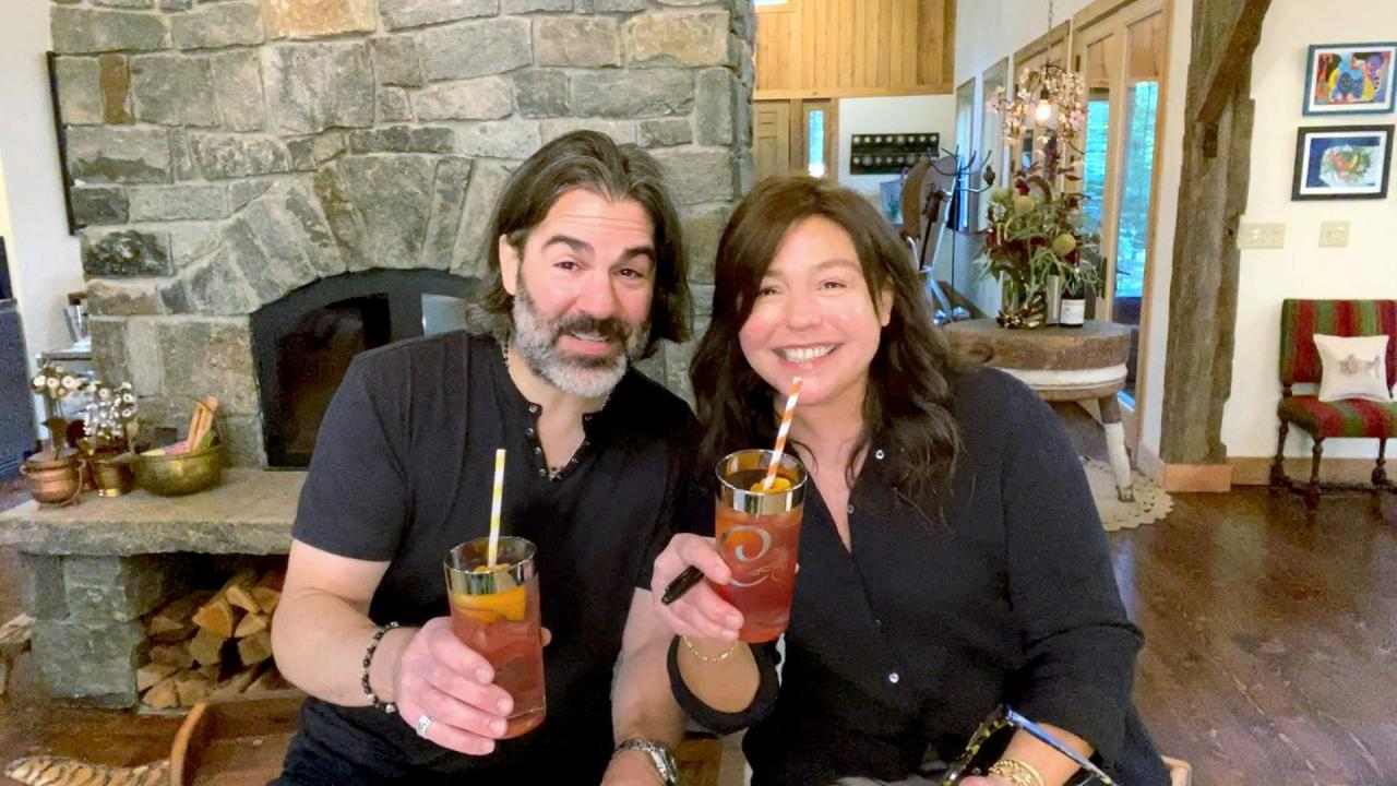 How To Make A Harvest Moon Cocktail By John Cusimano   Rachael Ray In Season