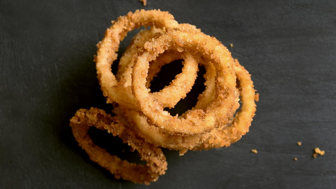 Valerie Bertinelli Shows How She Makes Her Favorite Onion Rings