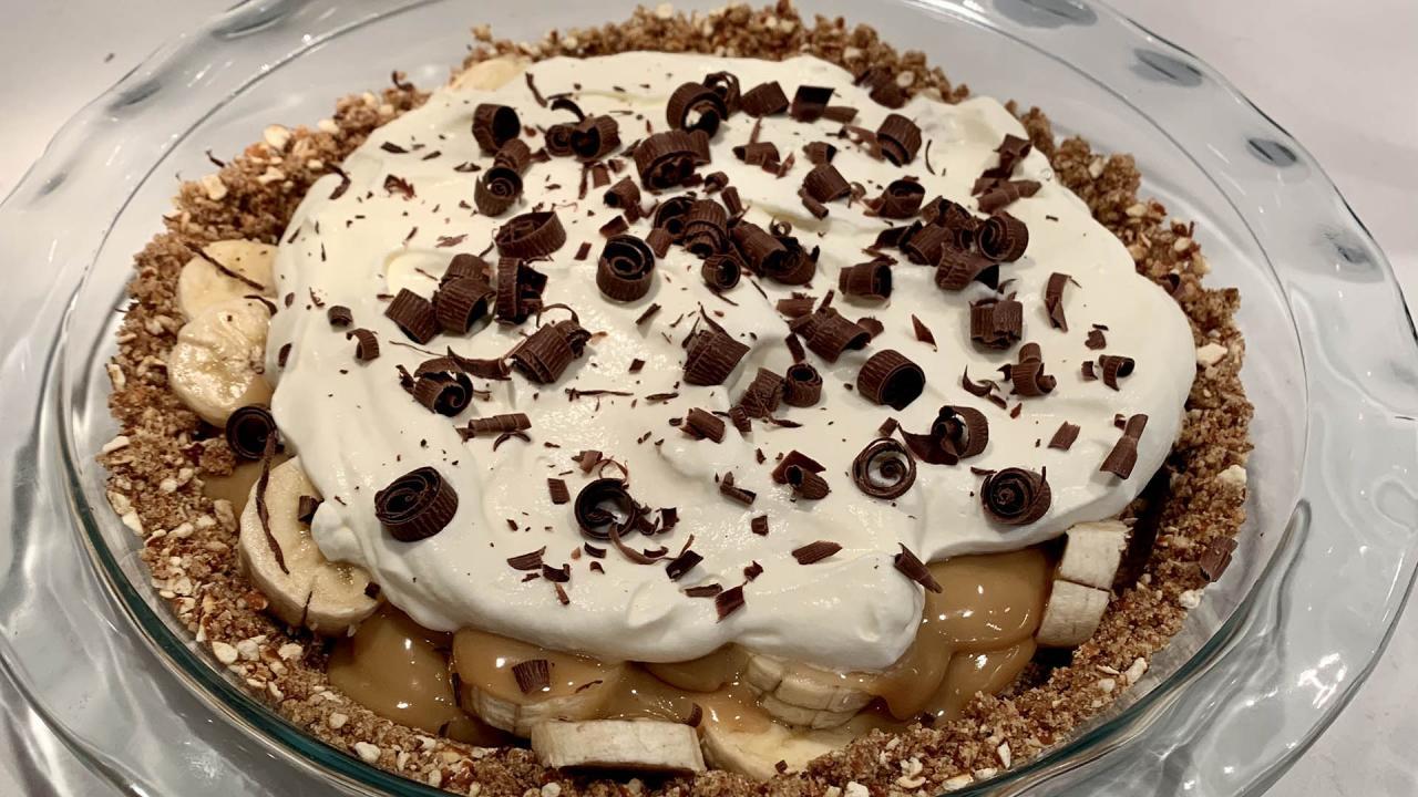 How To Make Banoffee Pie (Banana Toffee Pie) with Pretzel Crust | No-Bake Dessert | Clinton Kelly