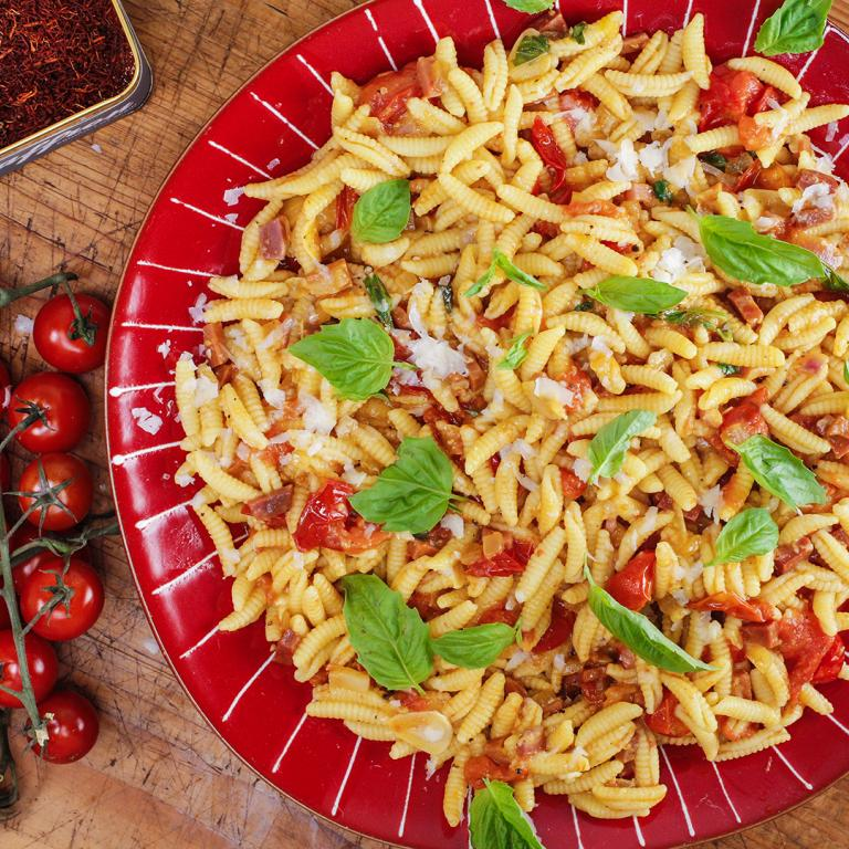 Rachael's Pasta with Smoked Ham, Saffron and Cherry Tomato Sauce