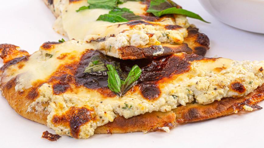 Rachael's Roasted Garlic White Flatbread Pizza