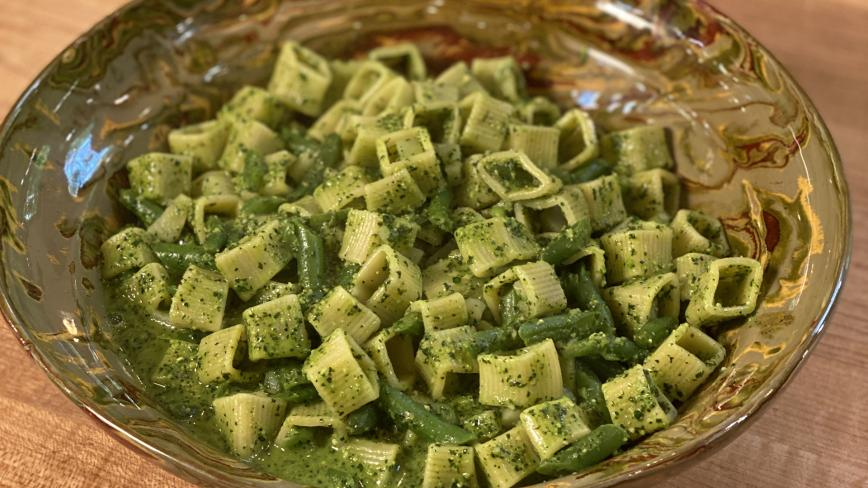 Pasta and Green Beans with Kale-Walnut Pesto Sauce