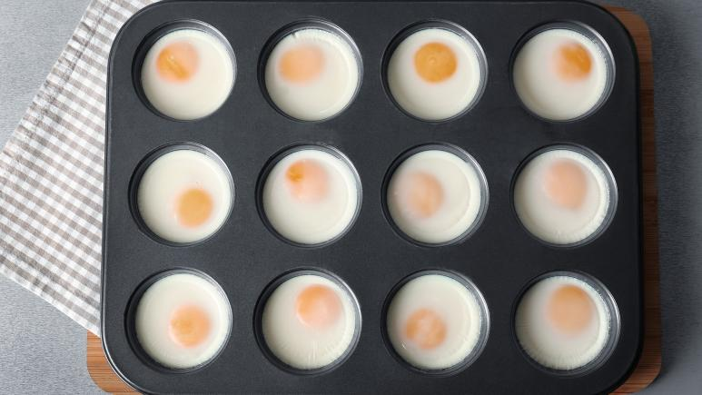 muffin tin eggs