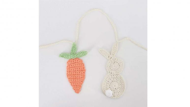 Spritz Garland Macrame Easter Bunny and Carrot