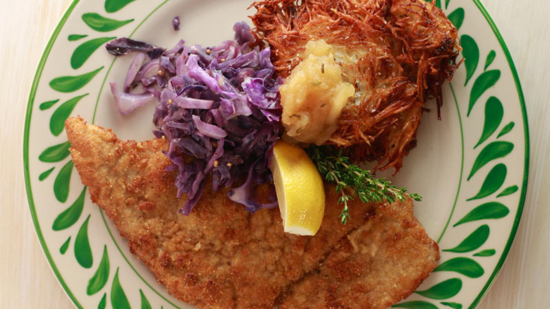 Pork Schnitzel with Red Cabbage and Caraway Salad foto