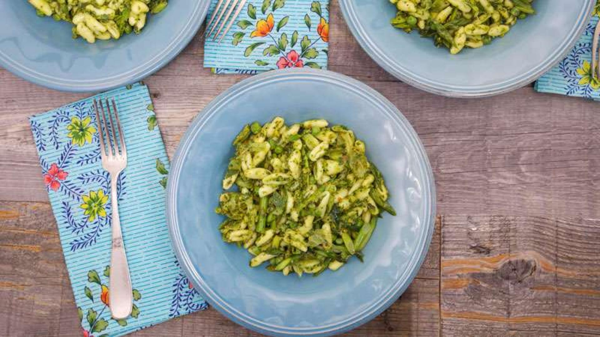 Cavatelli with Asparagus, Green Onions and Lemon-Herb-Pistachio ...